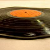 反りのあるレコード